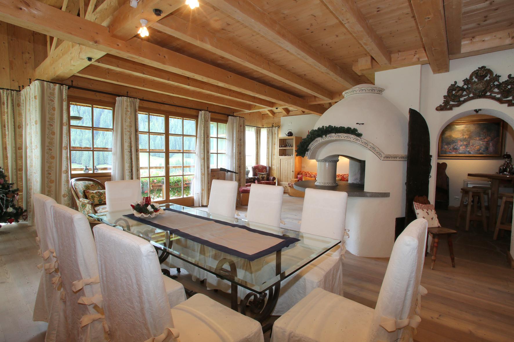 Prestigioso immobile con casa padronale di rappresentanza for Tre piani di garage per auto con soppalco